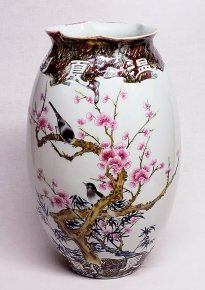 Birds & Flowers :White Hand-painted Famille Rose Jingdezhen Porcelain Vase China